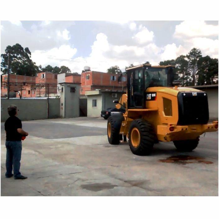 Exemplo de operação de pá carregadeira