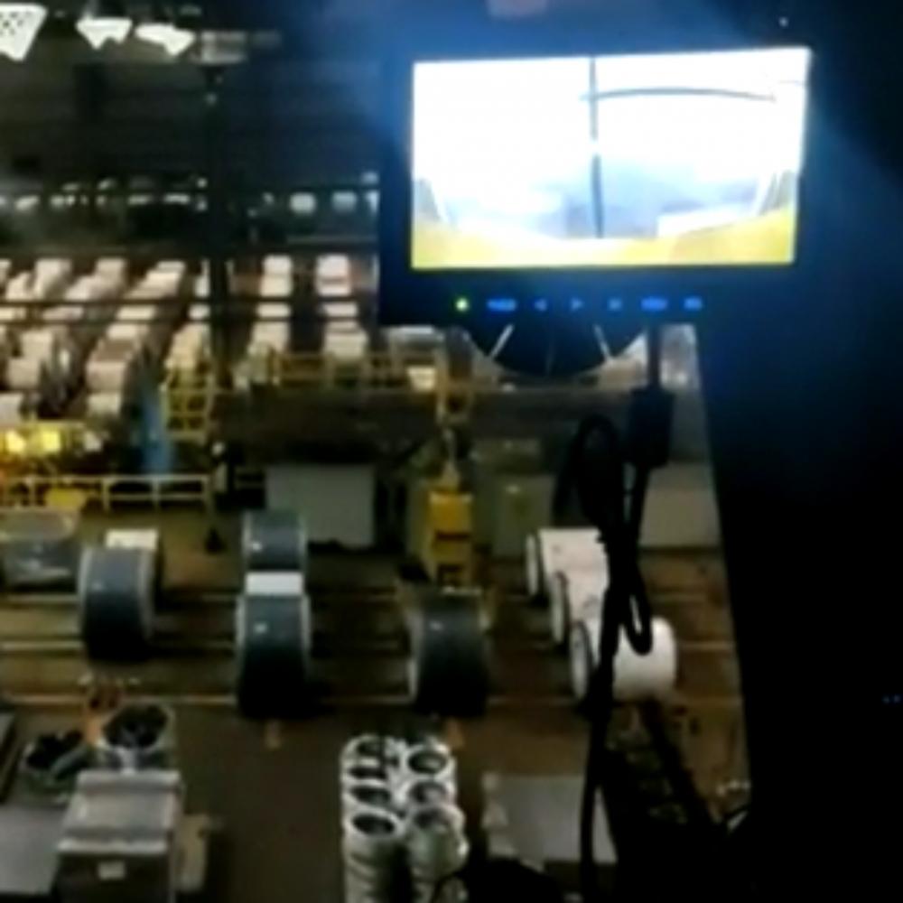 Monitor instalado na cabine